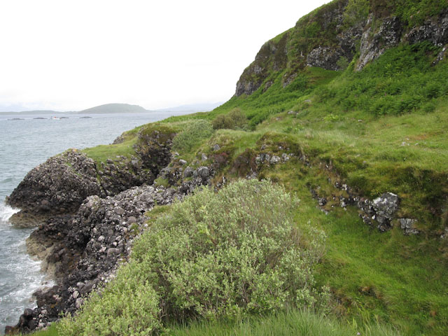 Raised sea cliffs at Dunstaffnage