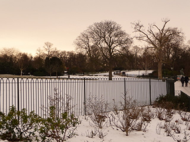 Hyde Park: ironwork against a snowy background