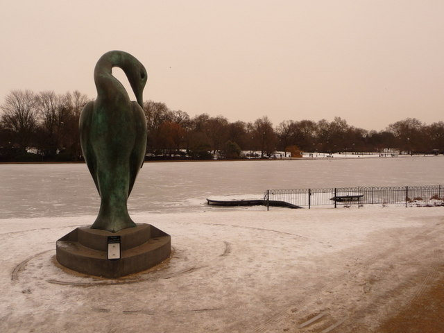Hyde Park: Isis and frozen Serpentine
