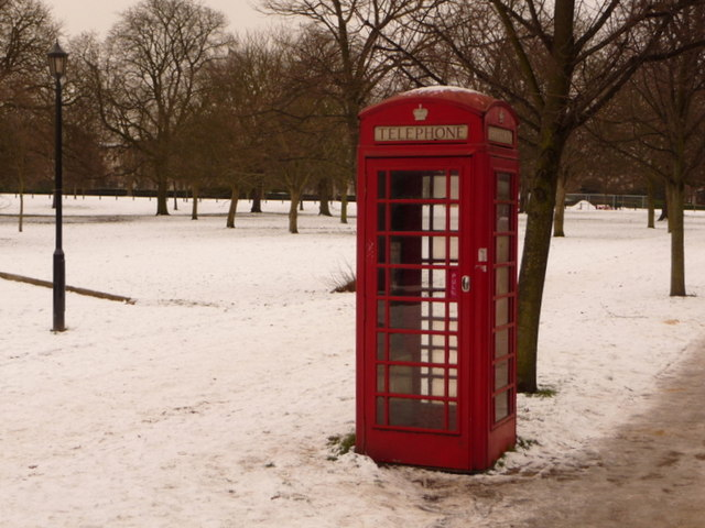 Hyde Park: telephone box in snow