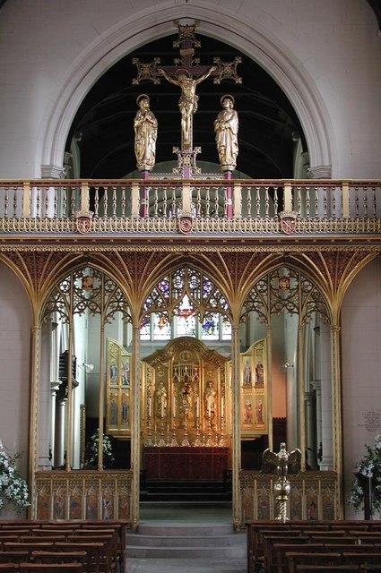 All Saints, Carshalton - Screen