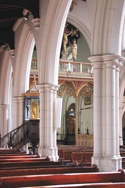 All Saints, Carshalton - Interior
