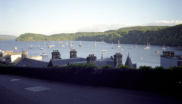 Tobermory Bay and town from the top road
