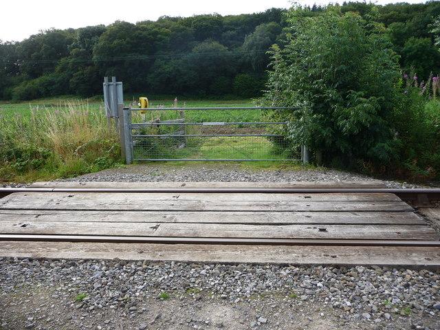 Footpath crossing railway, near Bucknell