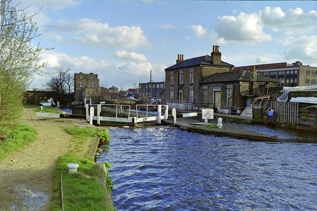 Mile End lock, early 1988