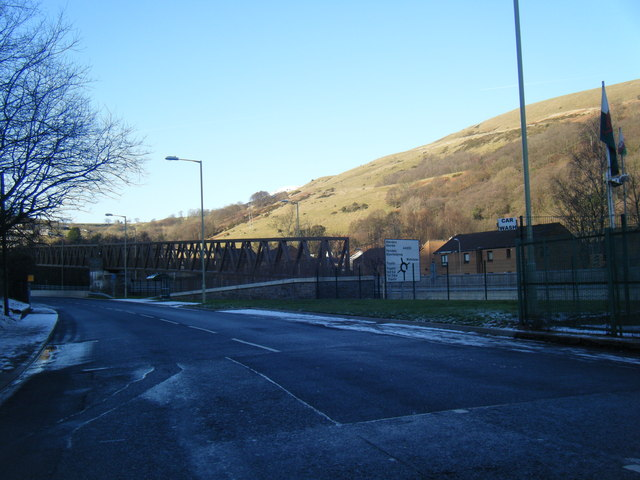 Ynyshir Road and footbridge over A4233