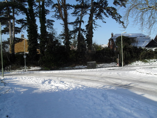 Junction of a snowy Lavant Drive and Leigh Road