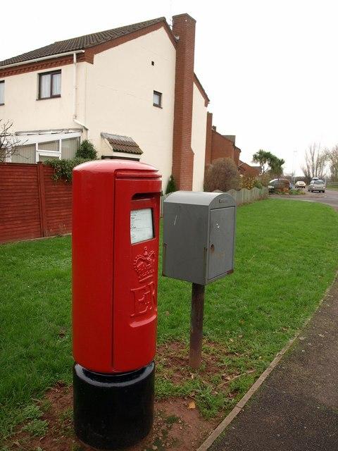 Pillar box and pouch box, Mallard Road, Minehead