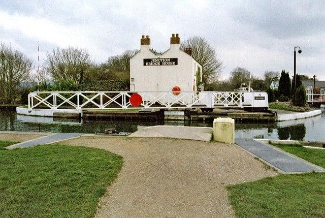 Junction Bridge House & swing bridge, Gloucester & Sharpness Ship Canal