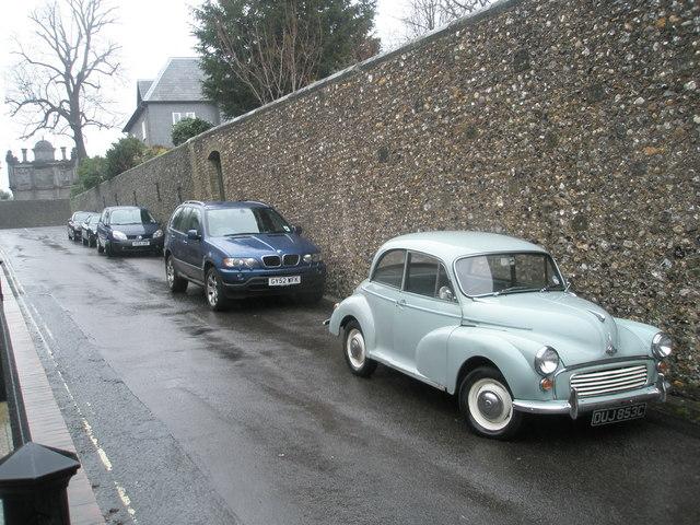 Splendid old Morris Minor on Parsons Hill