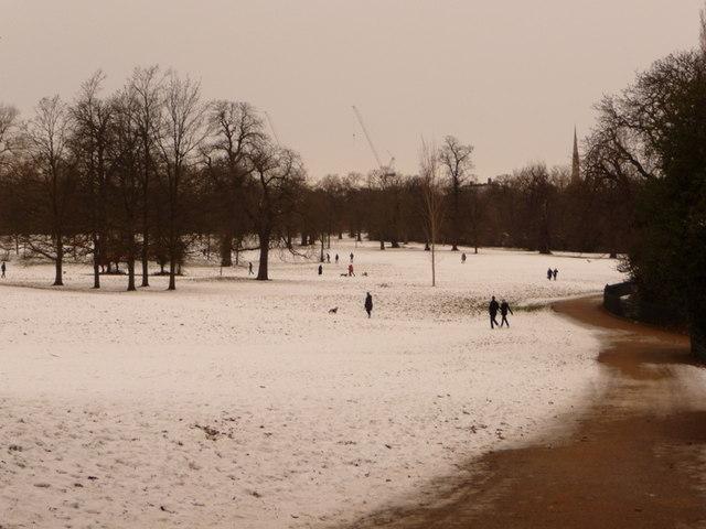 Kensington Gardens: snowy view north
