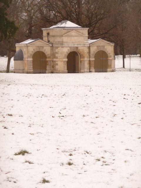 Kensington Gardens: Temple Lodge
