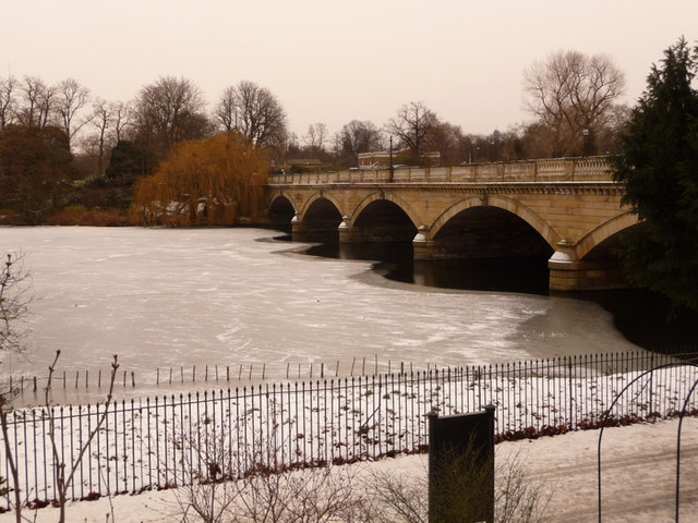 Hyde Park: Serpentine Bridge