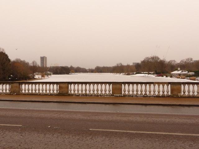 Hyde Park: Serpentine Bridge parapet