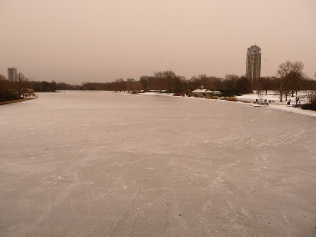 Hyde Park: the Serpentine is frozen over