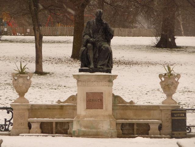 Kensington Gardens: Jenner statue