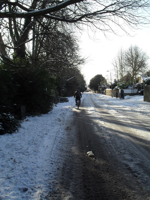 Tricky conditions for cyclists in Leigh Road