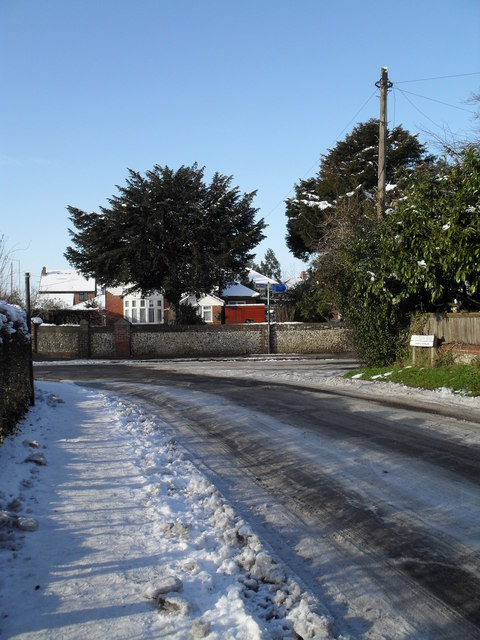 Treacherous conditions approaching the junction of Eastern and Leigh Roads