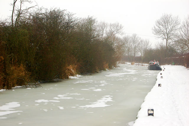 Ice and snow on the Oxford Canal at Marston Doles