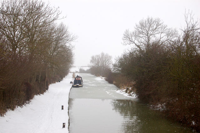 Ice and snow below Oxford Canal lock 15, Marston Doles