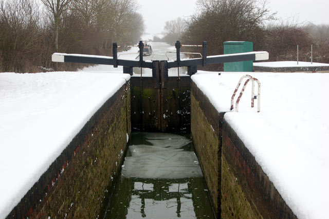 Snow at Oxford Canal lock 15, Marston Doles
