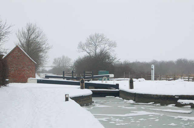 Snow scene at Oxford Canal lock 15, Marston Doles