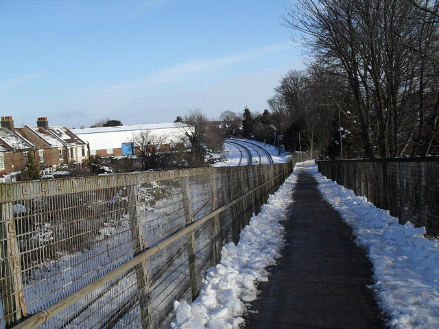 Skiing down the railway footbridge from Eastern Road to Third Avenue