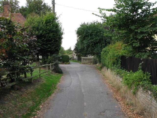 Looking W along Church Path, Lower Halstow