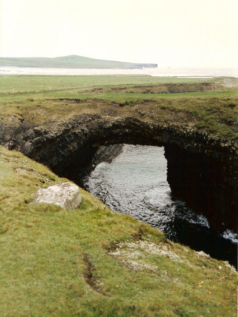 Bridges of Ross, Loop Head, County Clare © Neil Theasby cc-by-sa/2.0 :: Geograph Ireland