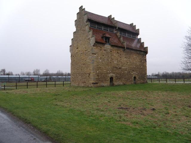Tudor Dovecote, Willington