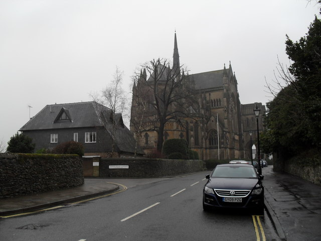Approaching the junction of  London Road and Tower House Gardens