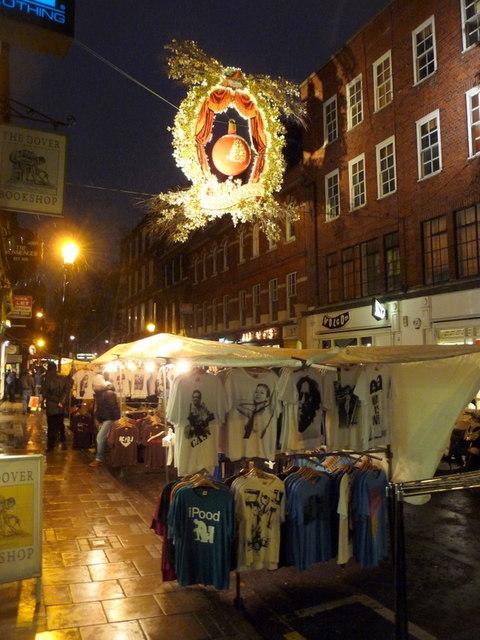 London: t-shirt market stall in Earlham Street