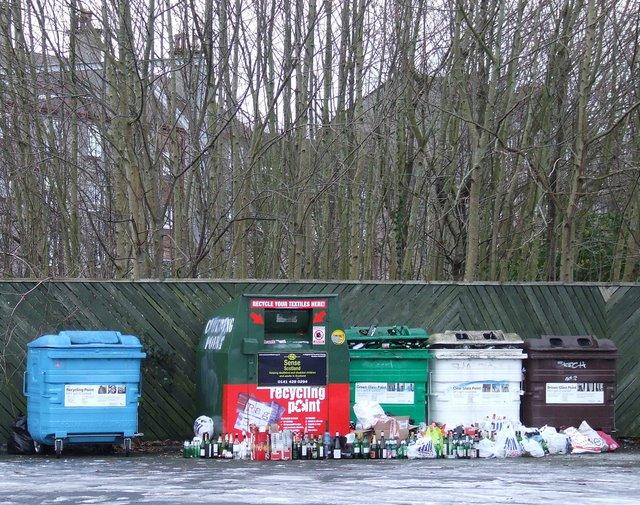 Overflowing recycle bins