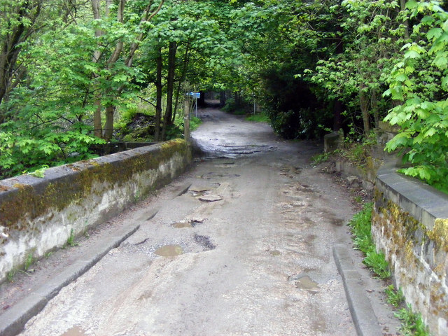 Mayroyd Lane at Crow Nest Bridge