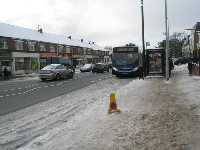 23 bus picking up at Drayton shops