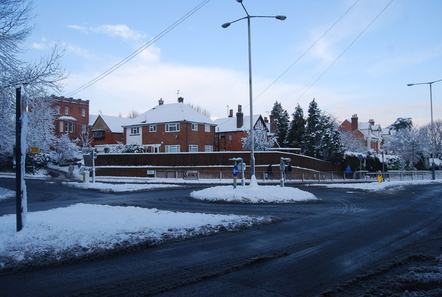 Mini roundabout, Brook St & Quarry Hill
