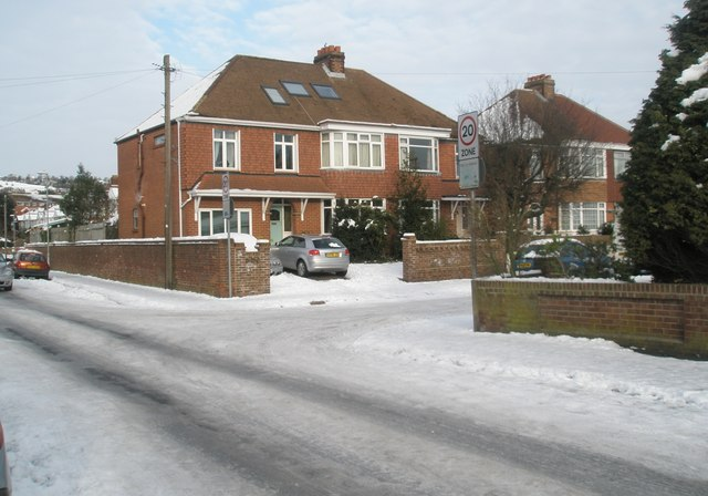 Approaching the junction of  Lower Drayton Lane and Central Road