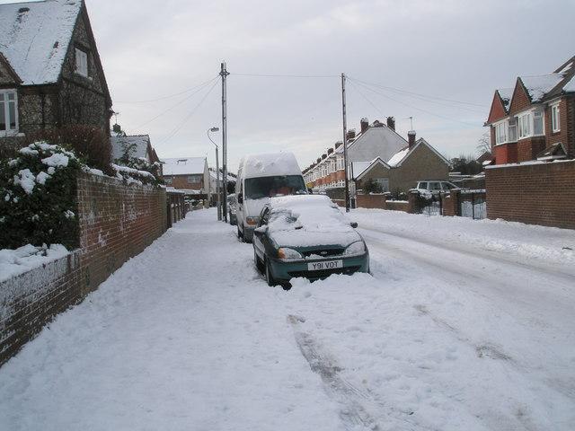 Heavy snow in Dysart Avenue