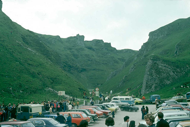 Busy day at Winnats Pass, 1976