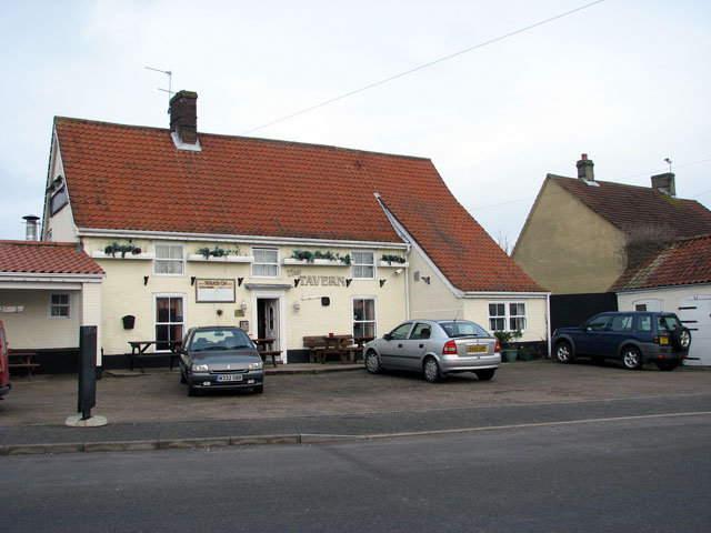 The Tavern public house in Station Road South