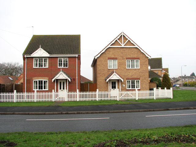 New houses by the junction of Station Road South and Bracon Road