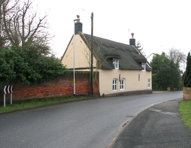 Thatched cottage in Station Road South