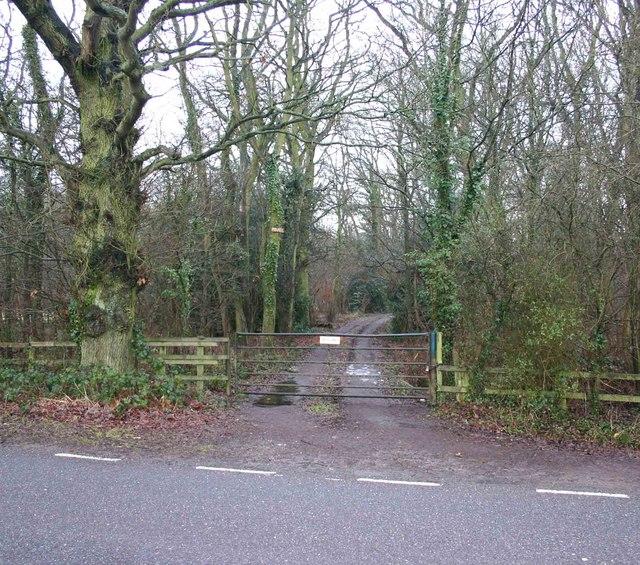 Private entrance into South Cubbington wood