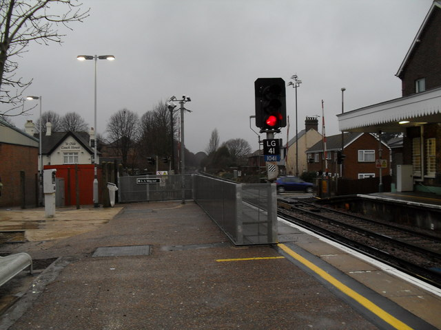 Stop light at the end of the westwards platform at Angmering Station