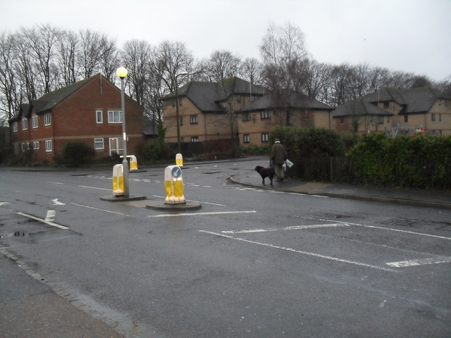 Approaching the junction of  the B2140 and Sheepfold Avenue