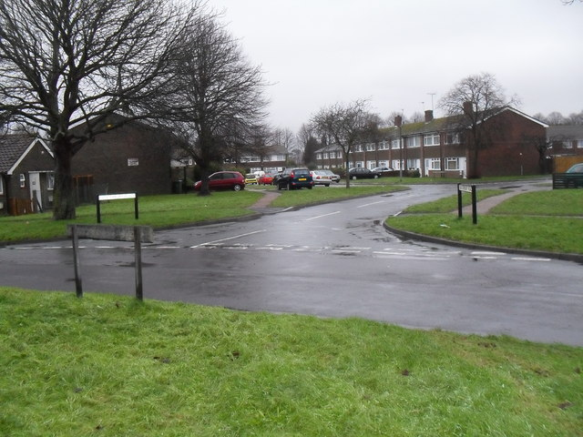 Looking from Allangate Drive into Richmond Close
