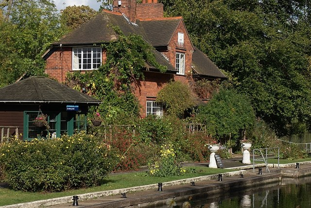 Sonning Lock House