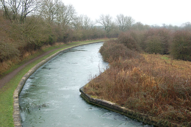 Ice on the Grand Union Canal west of Long Itchington