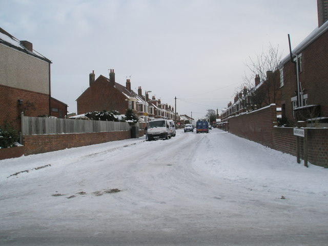 Looking from Court Lane into Mansvid Avenue