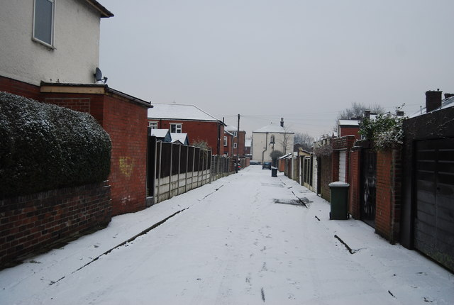 Cobbled back St in the snow off Grange Rd